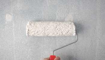 Как наносить жидкие обои на стену?