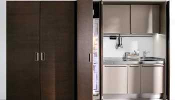 Можно ли встроить обычный холодильник в кухню