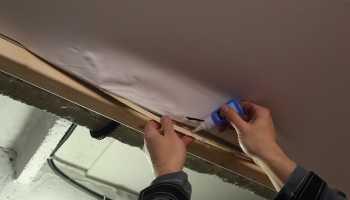 Как заклеить натяжной потолок?