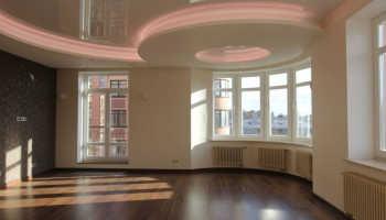 Можно ли натягивать потолок после поклейки обоев