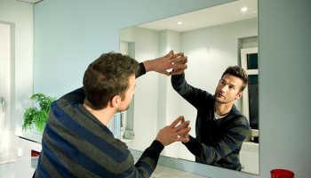 Установка зеркала в ванной своими руками