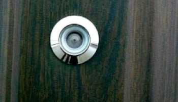 Какой глазок для двери выбрать