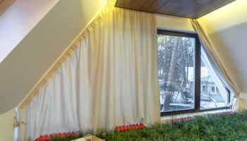 Выбираем шторы на скошенное окно