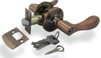 Как собрать замок межкомнатной двери с фиксатором