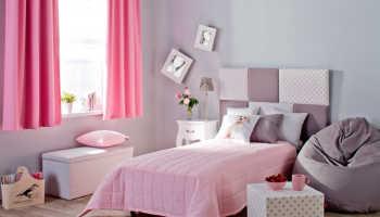 Короткие шторы до подоконника в интерьере спальни