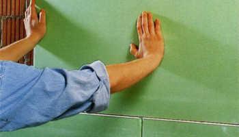 Можно ли клеить гипсокартон на глиняные стены